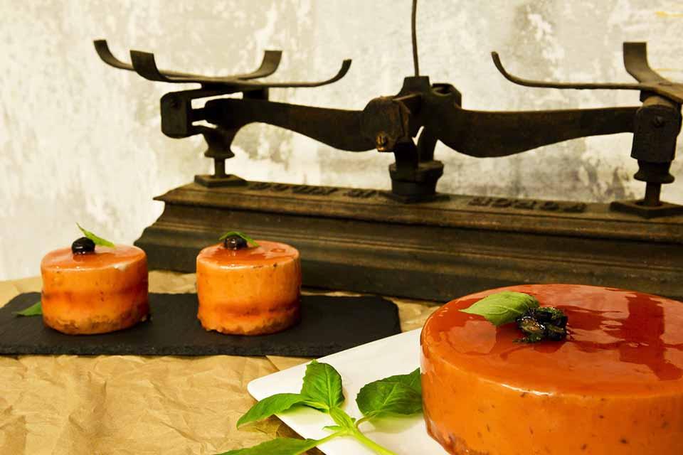 Mousse de yogur con interior de frutos rojos al vinagre de Módena