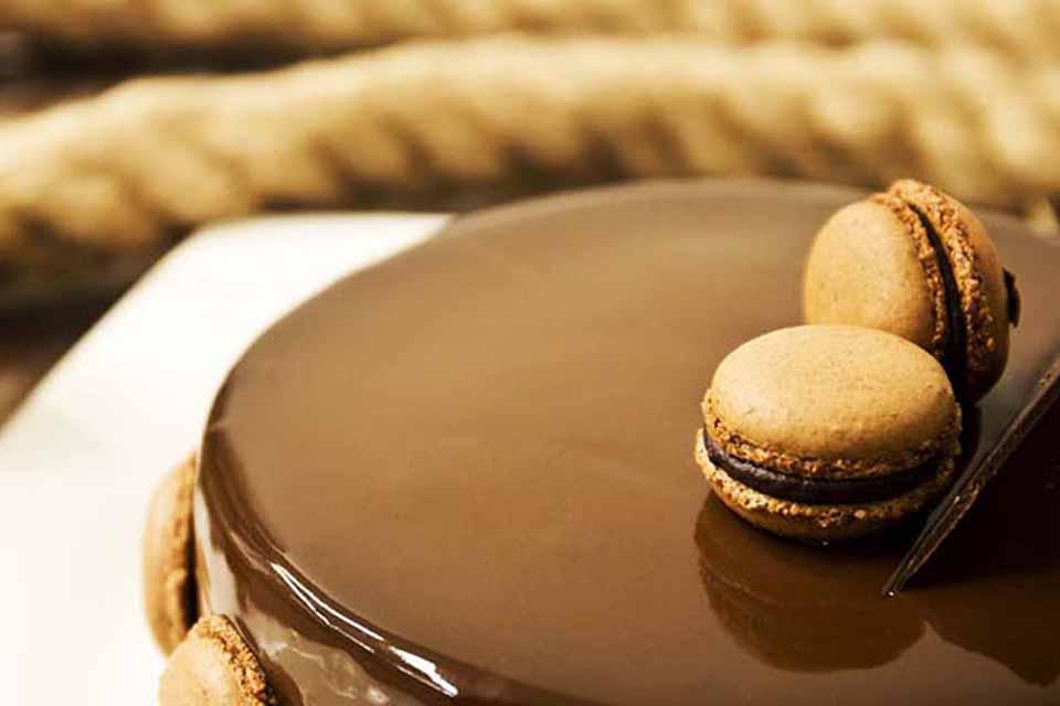 Tarta de chocolate con interior de maracuyá